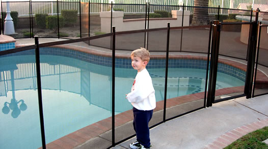 Children can't climb a mesh pool safety fence
