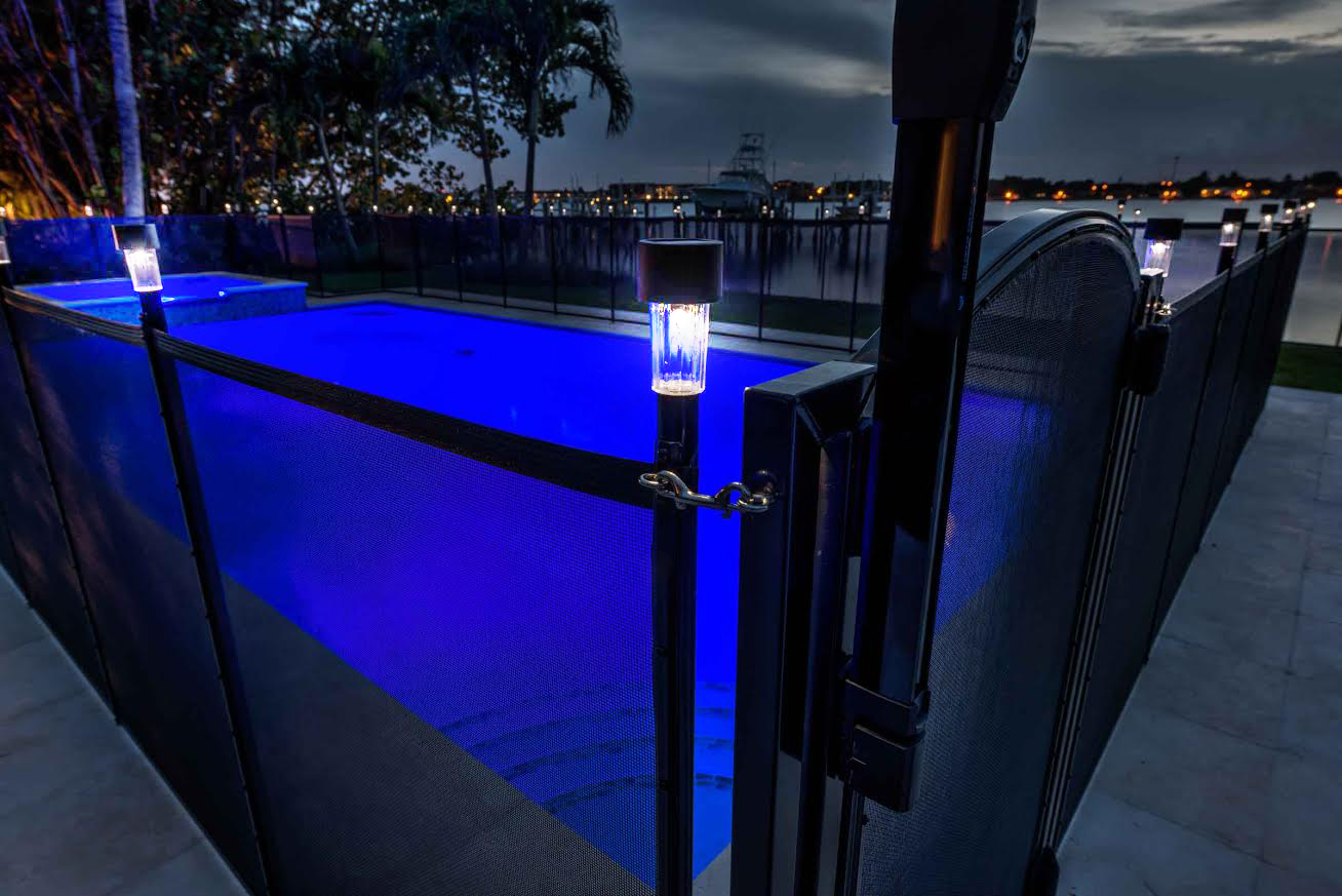 pool fence solar light life saver pool fence systems. Black Bedroom Furniture Sets. Home Design Ideas